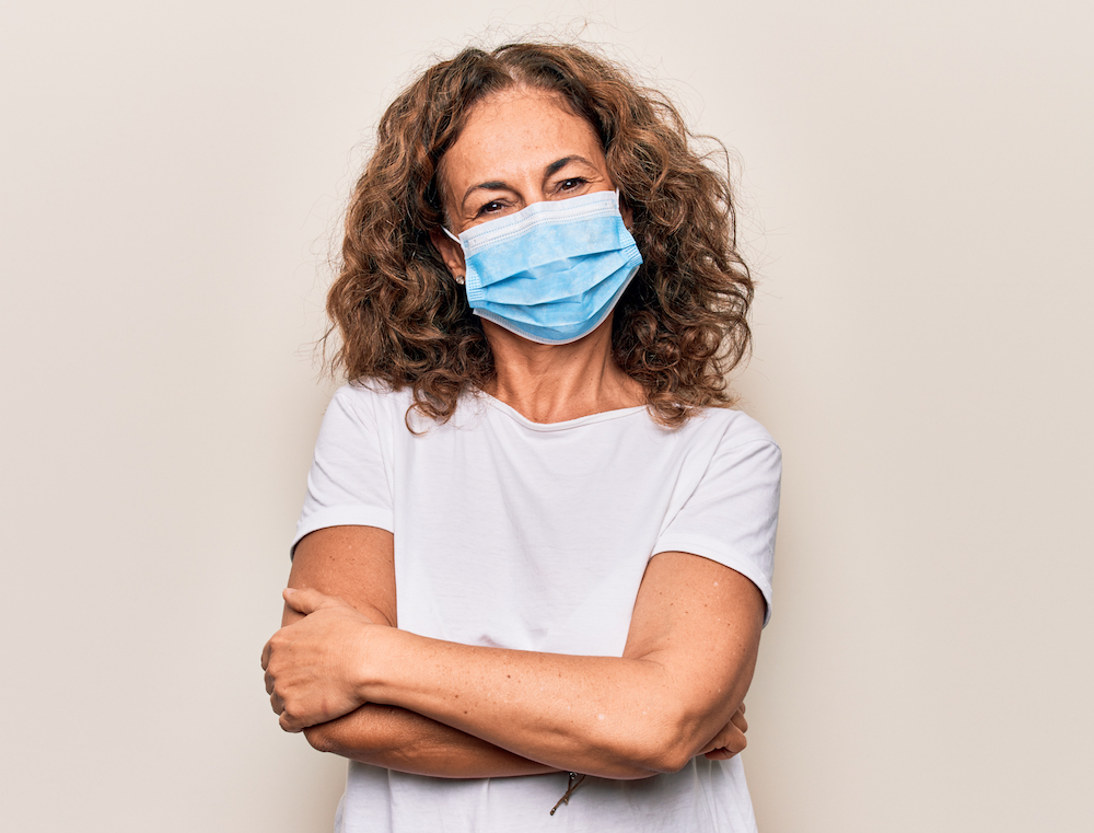 femme-masquee-mission-interim-preparateur-pharmacie
